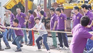 yabo24公司三十周年拔河比赛
